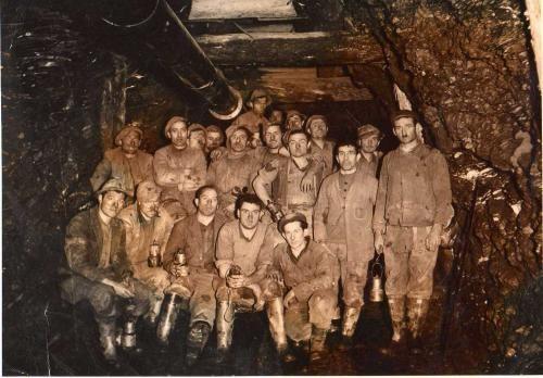 L'UOMO DELLA MINIERA, poesia premio Giorgio La Pira 2010: un omaggio ai minatori di ogni tempo, sepolti vivi nei cunicoli delle miniere