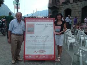 """Aurora Cantini e il giornalista Pasquale Sterni alla presentazione del libro """"Lassù dove si toccava il cielo"""" sullavita contadina bergamasca"""