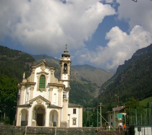 IL DISASTRO DEL GLENO, dalla chiesa di Bueggio in alto i resti della Diga