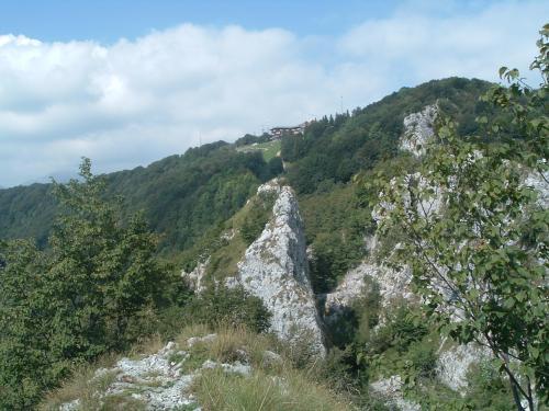 Il Rifugio Monte Poieto visto dalla Cornagera, Aviatico Bg