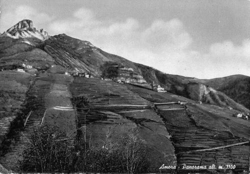 LASSU' DOVE SI TOCCAVA IL CIELO -Amora e la vetta della Cornagera nell'agosto 1955, solo poche case, la chiesa e il cimitero sul pendio-