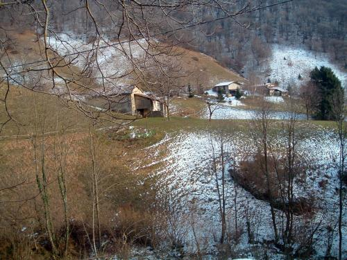 Le ultime cascine contadine in Valle Camocco, sotto Ganda, altopiano di Aviatico
