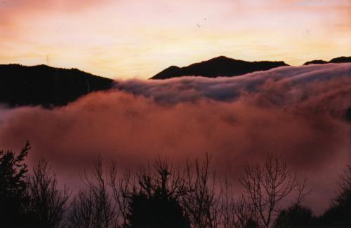 Mare infinito di nebbia sull'altopiano di Aviatico